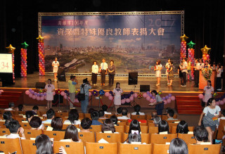 高雄市政府13日於社教館舉行「106年度資深暨特殊優良教師表揚大會」。(圖/記者許凱涵攝)
