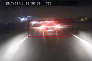 11日深夜的國道客運6死11傷意外,據橋頭地檢署公布的客運行車紀錄器顯示,事發前客運前方車輛(紅框處)的確正常開啟大燈與尾燈。(圖/YouTube)