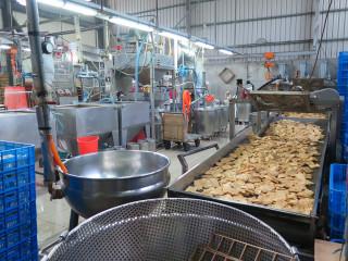 ▲衛生局針對豆製品工廠進行稽查。(圖/記者許凱涵攝)