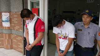 朱男於查緝過程中雖試圖逃跑,但仍遭警方噴辣椒水制伏,朱男與蕭男均被帶返所偵辦。