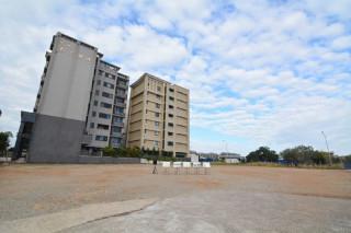 鄭市長表示,市府爭取游泳池無償撥用,並決定將25公尺游泳池移置大園國際高中對面的文高一用地。