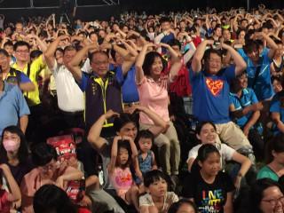 兒童劇團演出擠滿人。林重鎣攝