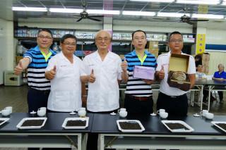 南投縣鹿谷鄉凍頂茶葉合作社「106年老茶暨蜜香茶」比賽,由茶農曾達坤脫穎而出奪冠,榮獲「老茶王」寶座。