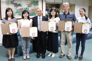 崑山科大校長(左3)肯定及稱許企畫團隊的努力與成果。