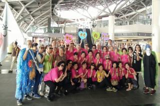 神仙老虎狗活力團到高鐵台南站大廳表演。