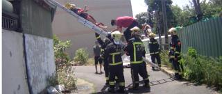 女子陽台高處飲酒墜落,警消即刻救援協助護送就醫