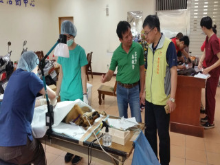 市議員吳敏濟爭取在大甲區孟春里社區活動中心,免費99隻犬貓絕育。(記者陳榮昌攝)