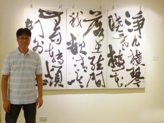 蘆洲集賢分館即日起至10月8日止,展出「余鵬鴻現代書藝展」。(圖/記者黃村杉攝)