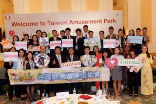 全台主題樂園業者首度抵越南與當地業者交流。(台灣觀光遊樂區協會提供)