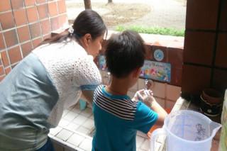 為防範腸病毒及諾羅病毒,台南市衛生局籲請民眾落實洗手。