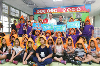 市長朱立倫出席武林國小學童防災演練,強調從小學習防災知識,確實做好防災工作,才能減少災害發生。(圖/記者黃村杉攝)