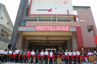 大美分隊新建辦公大樓落成啟用,世紀鋼構公司董事長賴文祥捐贈救護車