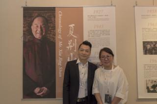 財團法人夏荊山文化藝術基金會執行長趙忠傑(左)與夏荊山女兒夏圭君女士(右)。