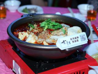 深坑豆腐遠近馳名,此次的多福宴有深坑老街業者的特色料理。(圖/記者黃村杉攝)