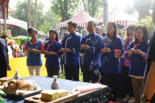 客家委員會范佐銘副主委、客家局蔣絜安局長及其他貴賓共同參與送聖蹟祭祀典禮。