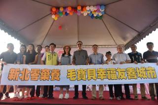 市長朱立倫出席「寵物認養趴」活動,呼籲大眾支持「認養代替購買」,讓毛寶貝找到幸福的下一站。(圖/記者黃村杉攝)