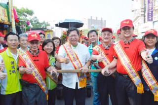桃園市長鄭文燦,出席桃園市106年土地公文化節系列活動—踩街遶境祈福活動。