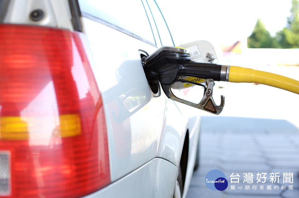 連8漲 汽柴油各調漲0.3元及0.1元