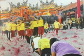 以南鯤鯓進香廟會盛況「躦轎腳」為題作畫的陳丁林油畫晝的栩栩如生。(圖/記者李文生攝)