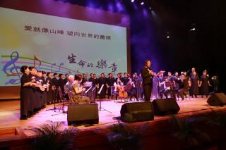 慈濟音樂會演出多首感人的曲目。(慈濟提供)