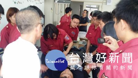熟悉救災設備操作 嘉市舉辦「可傳輸12導程心電圖機教育訓練」