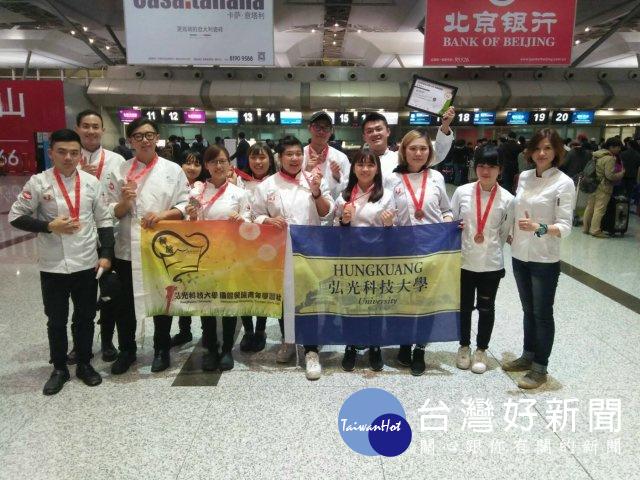 打工存錢出國比賽 弘光學生上海FHC賽獲1金6銀16銅佳績