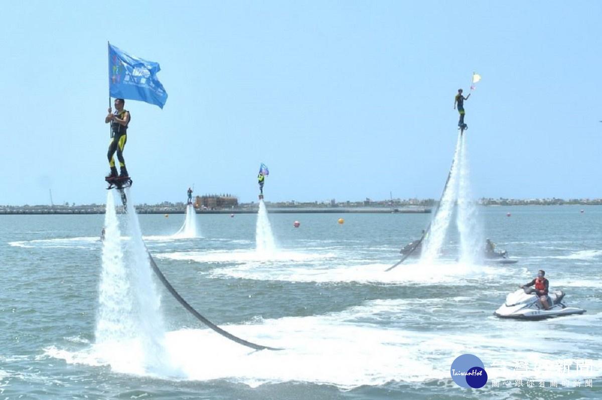 屏東大鵬灣遊艇帆船活動開幕 水上鋼鐵人賽驚艷全場