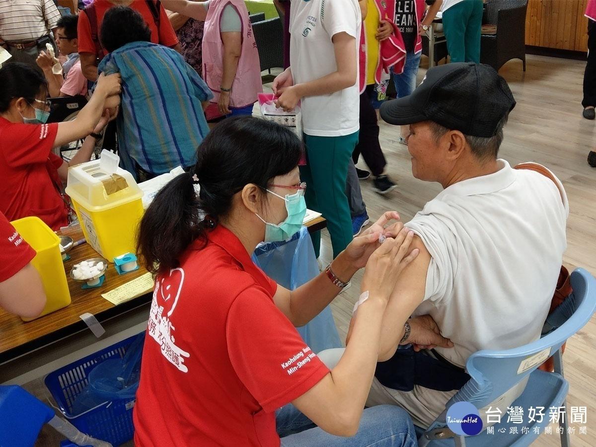 流感嚴重易致死,衛生局呼籲民眾盡快接受施打,降低風險。(圖/記者郭文君 攝)