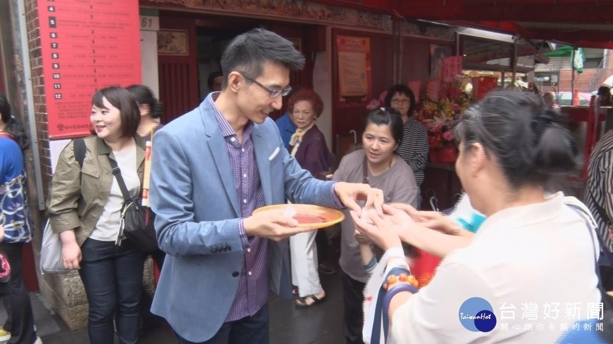 慶祝霞海城隍夫人聖誕 百年餅店特製「幸福餅」