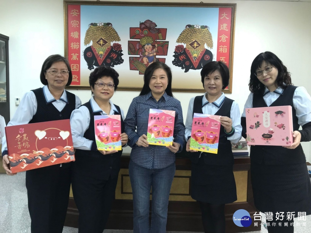 大安飞天猪安农五宝农民曆实用 全区五千余户皆送一本