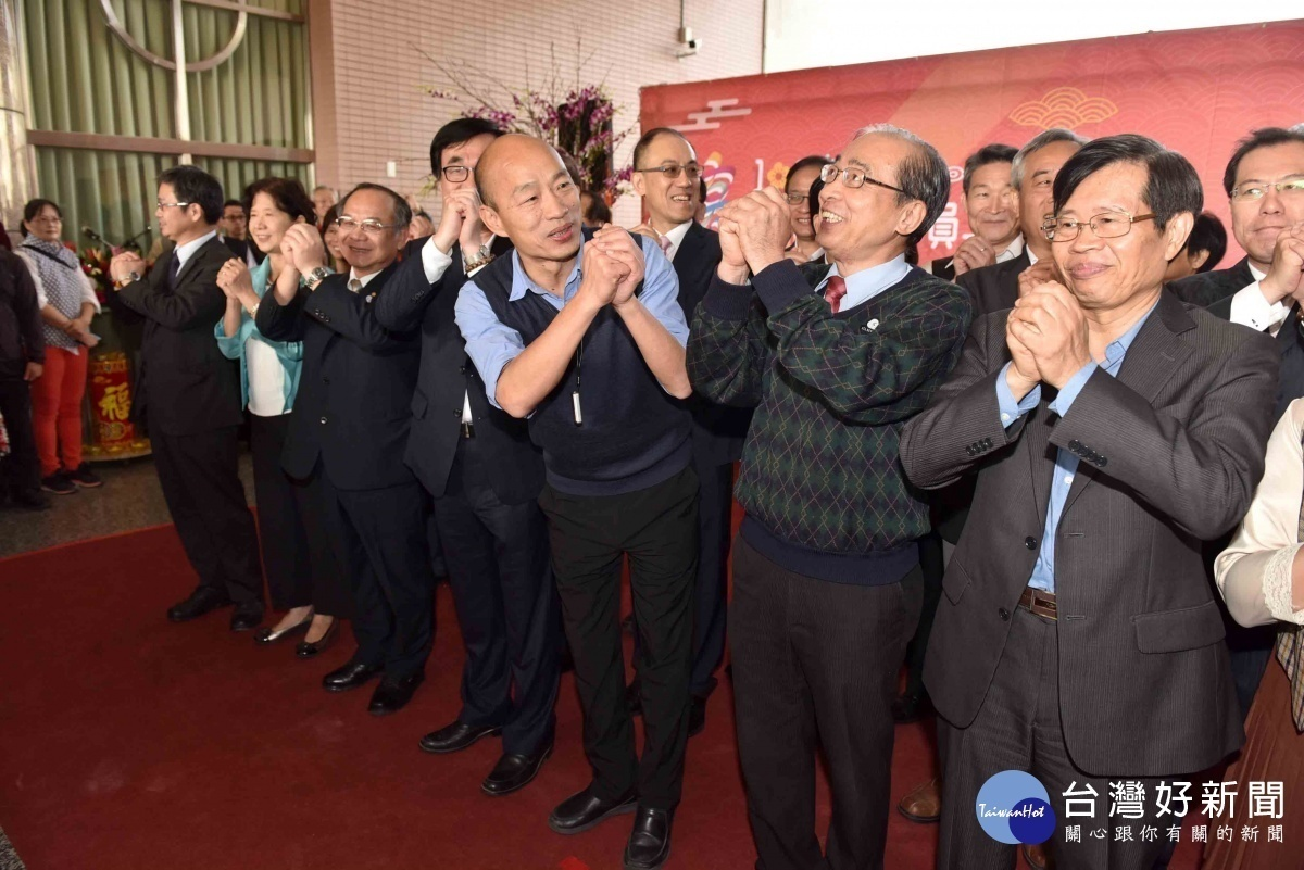 韓國瑜帶領市府團隊新春團拜。(圖/記者郭文君攝)
