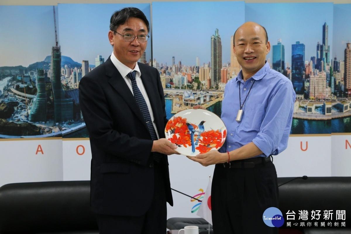 日本台灣交流協會高雄事務所拜會,韓國瑜盼實質密切交流。(圖/記者郭文君攝)