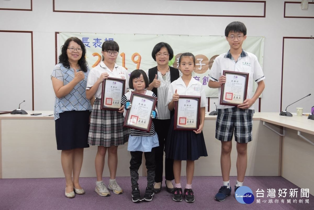 彰化4位學生獲總統教育獎 王惠美接見表揚