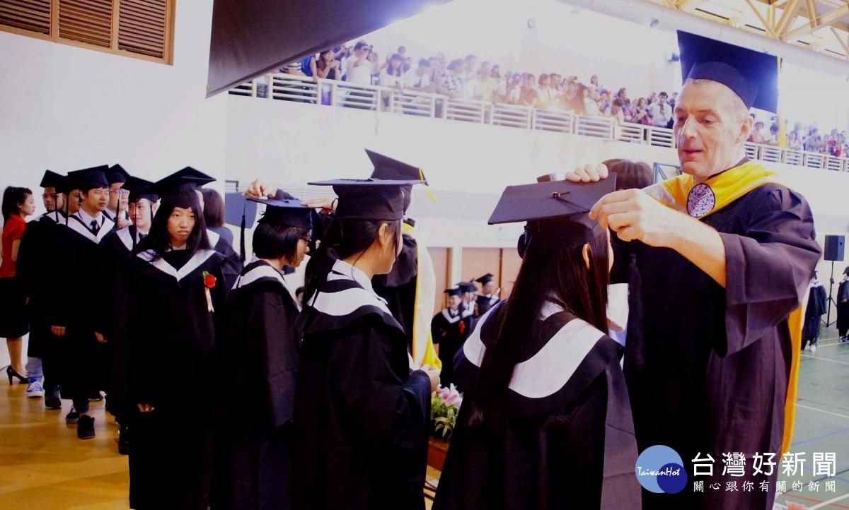 聖約翰科大畢業典禮 校長分享生命故事勉勵學子