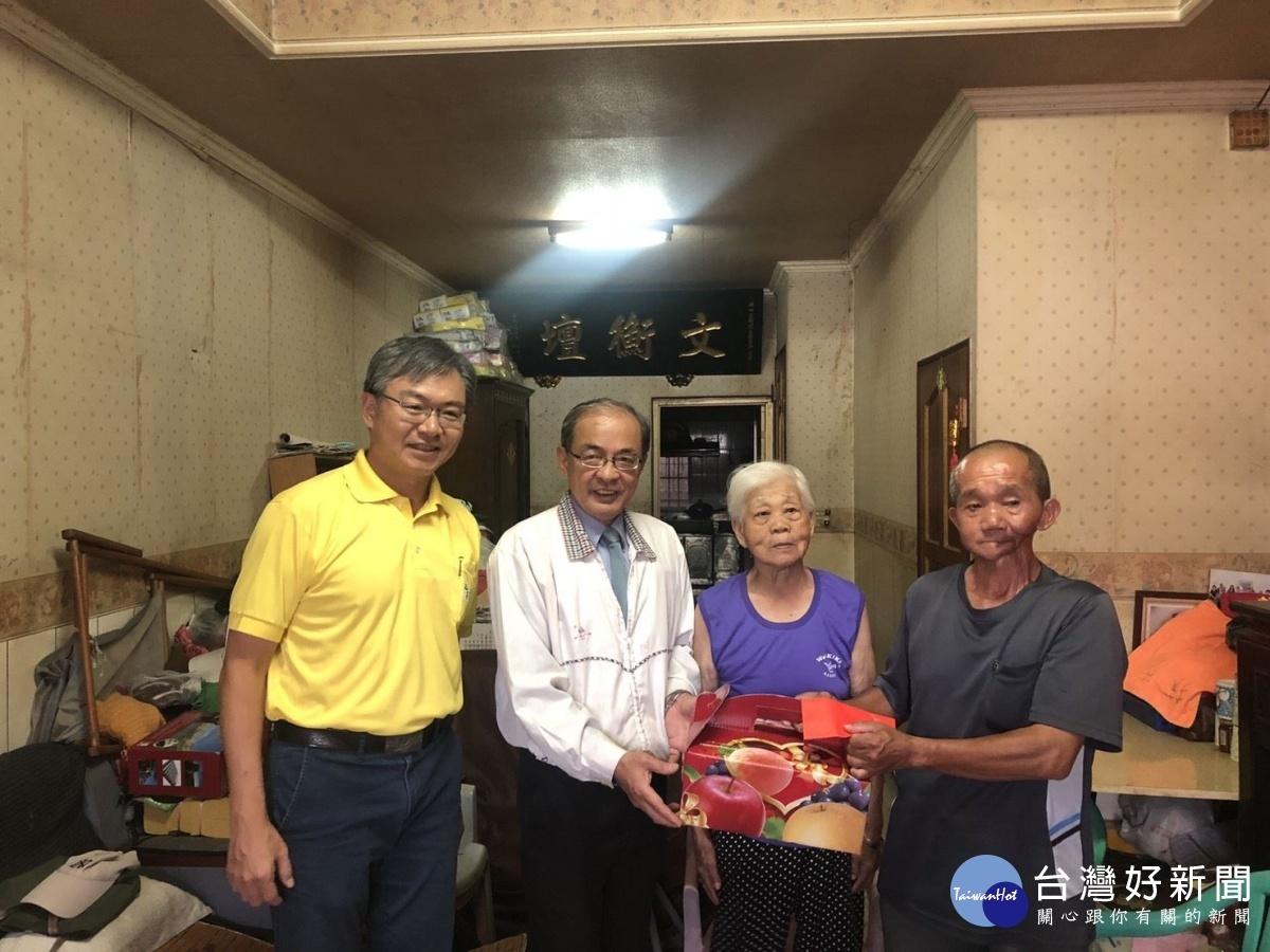洪東煒副市長訪察旗山災防整備及關懷弱勢家庭。