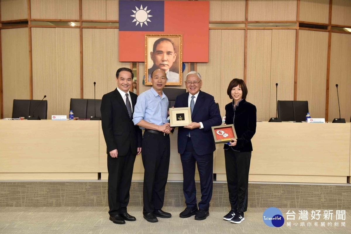 韓國瑜竭誠接待新加坡工商聯合總會,盼與星國多方合作交流。