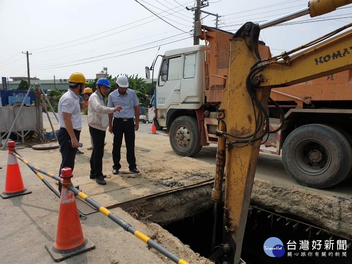 高雄市洪東煒副市長關心區政,視察鳥松防汛工程。