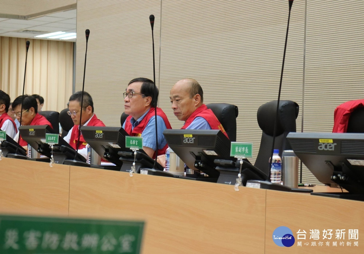 韓國瑜市長關心各區雨勢,親自主持豪雨災防會議。