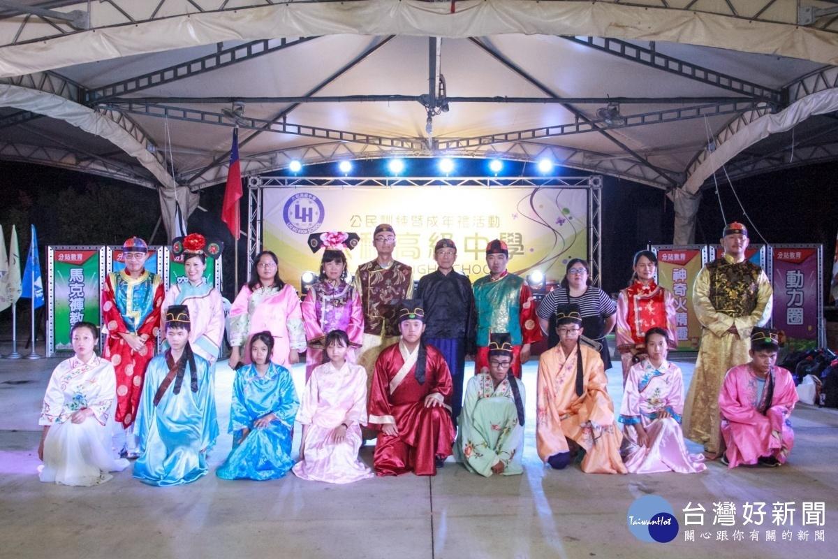 林繼生校長與各班導師、加冠同學代表合影