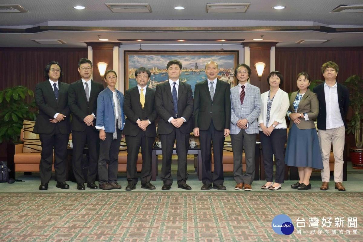 東京大學兩岸關係研究小組率團拜會市府,高雄市長韓國瑜表達誠摯歡迎。