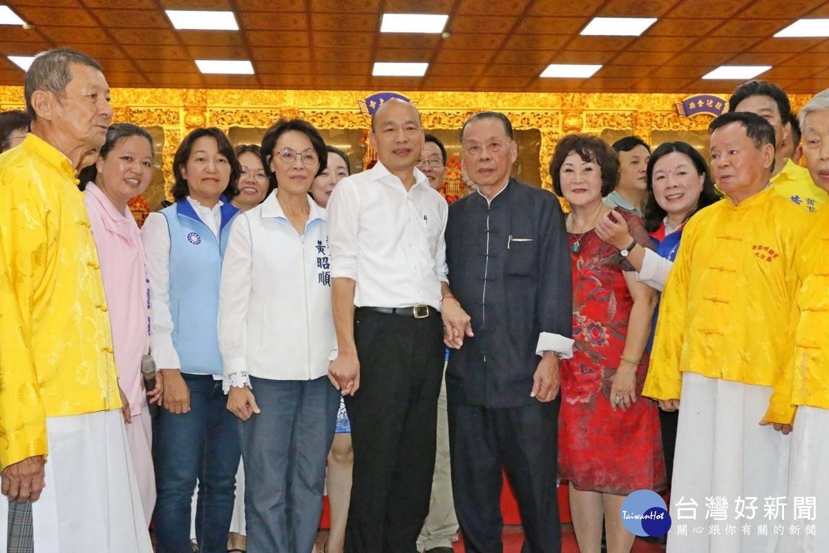 高雄市長韓國瑜率市府團隊前往左營區區里請益市政,藉由與地方人士座談,瞭解地方民情。