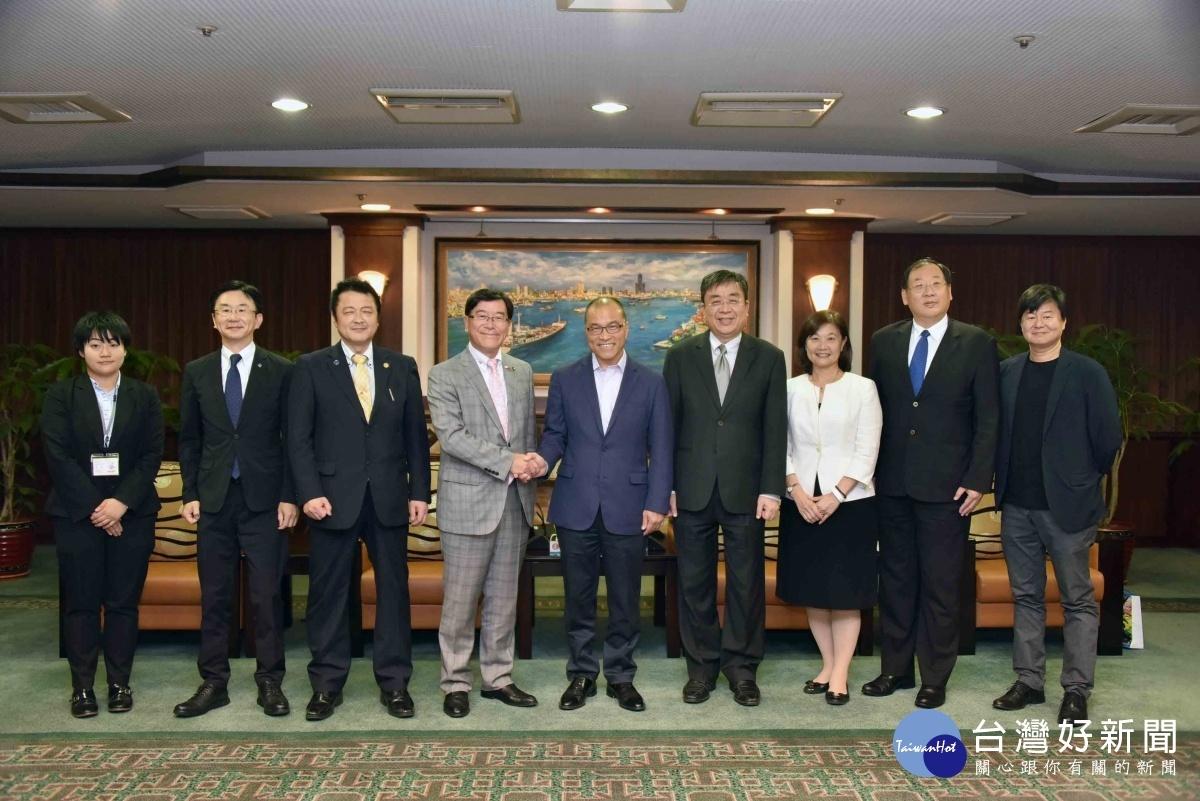 日本富山縣冰見市長林正之率團拜會高市府,由副市長葉匡時親自接見。
