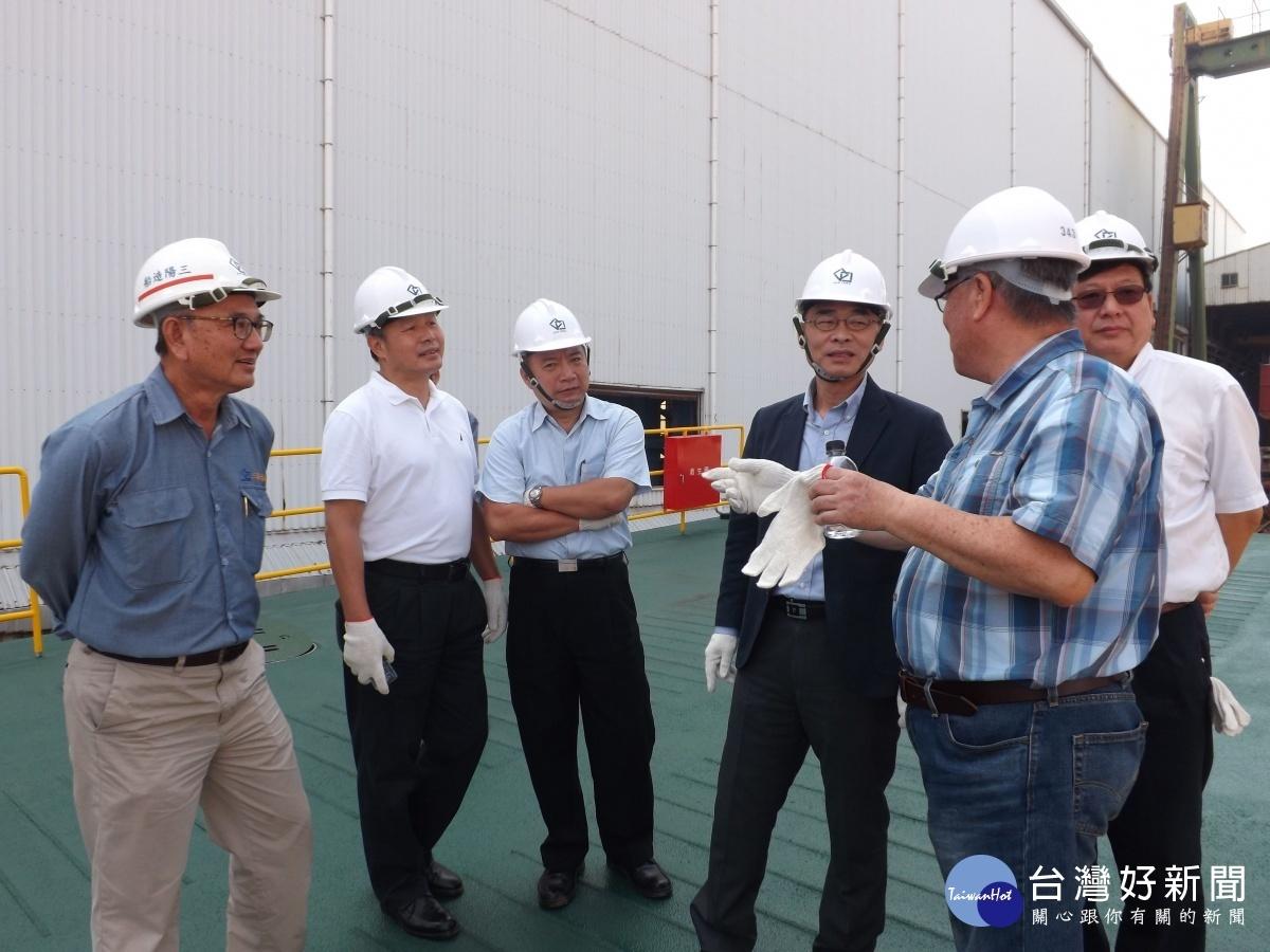 高市輪船公司新建躉船乙座,預計108年底於中洲輪渡站正式使用。
