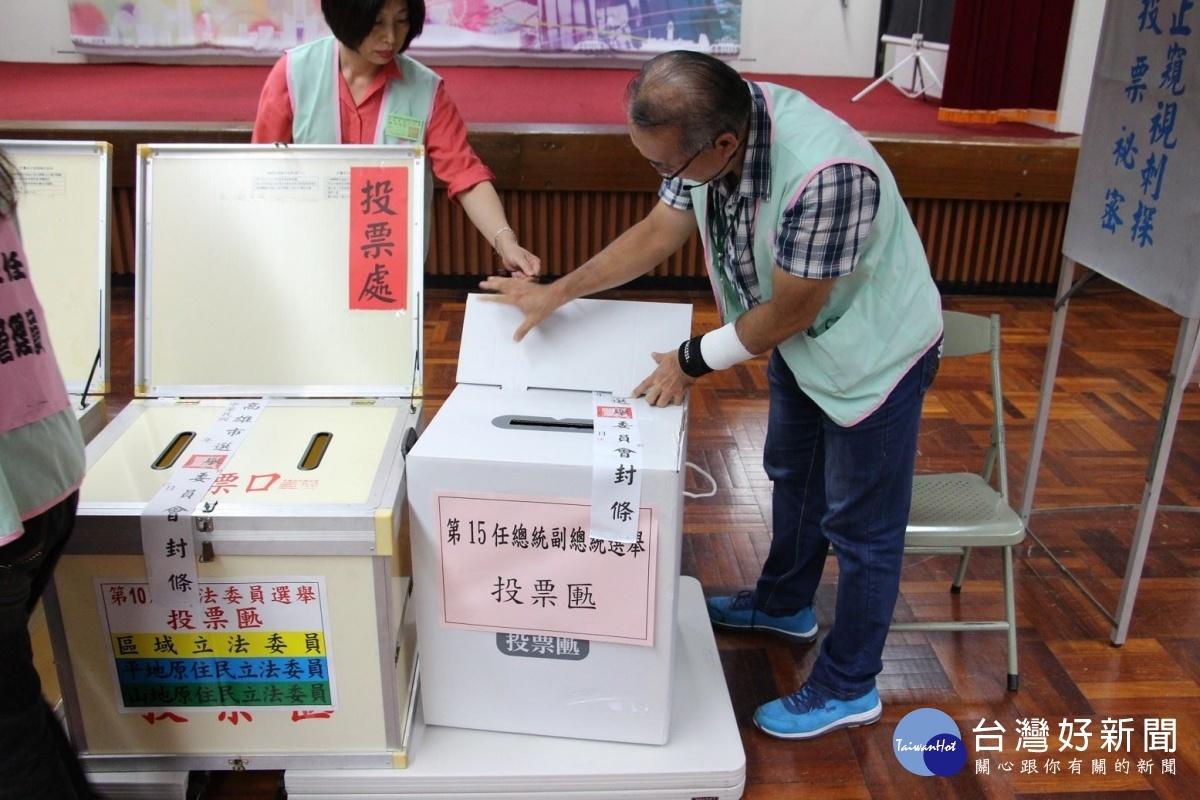 高市選委會與新興區公所共同舉辦投開票程序模擬演練觀摩會。