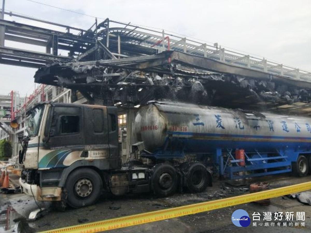 高雄台塑林園廠槽車外洩氣體起火爆炸。