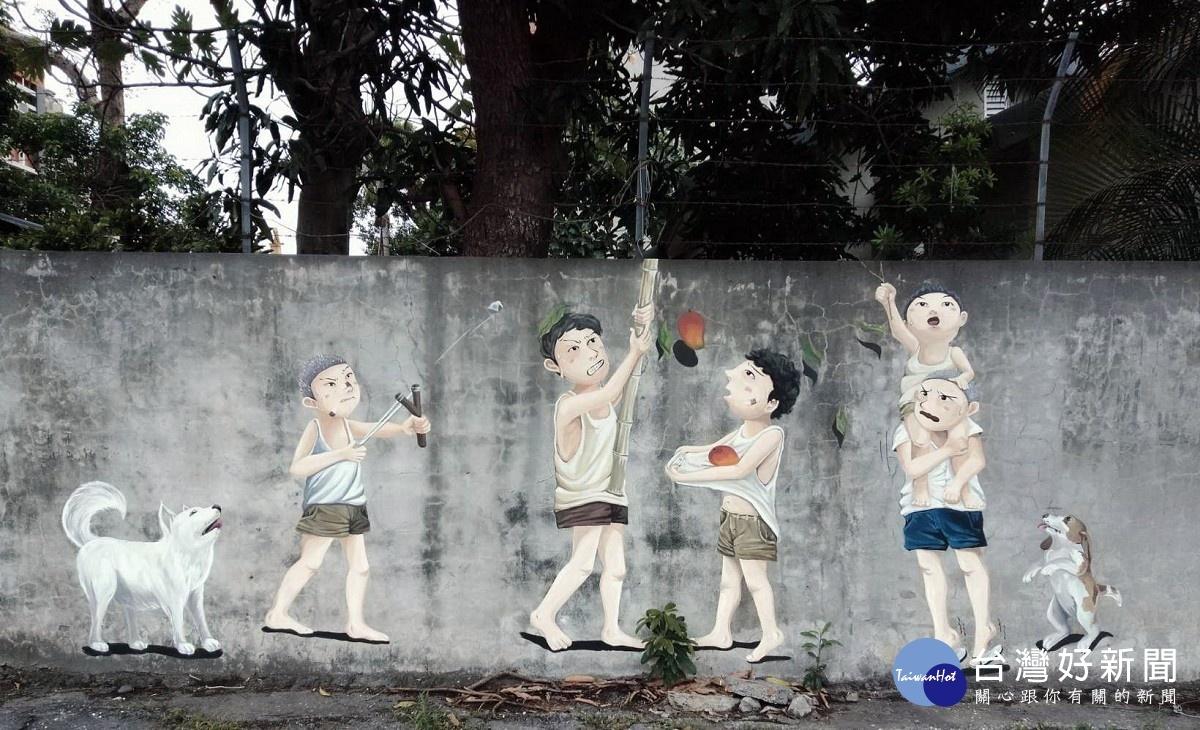 台東衛生局旁舊宅邸圍牆 彩繪孩童回憶情境