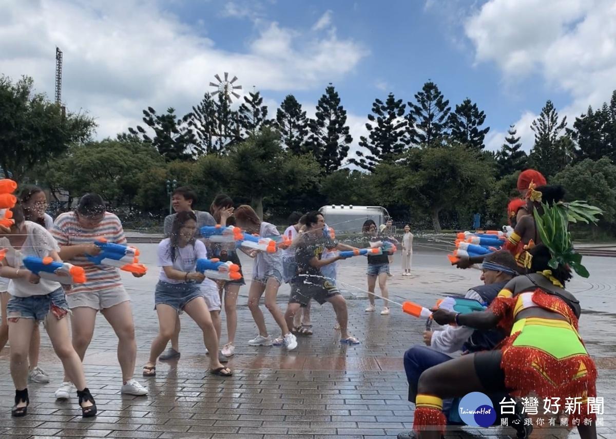 全台最大冰霧派對酷涼在六福村 大人小孩衝鋒激戰準備開打