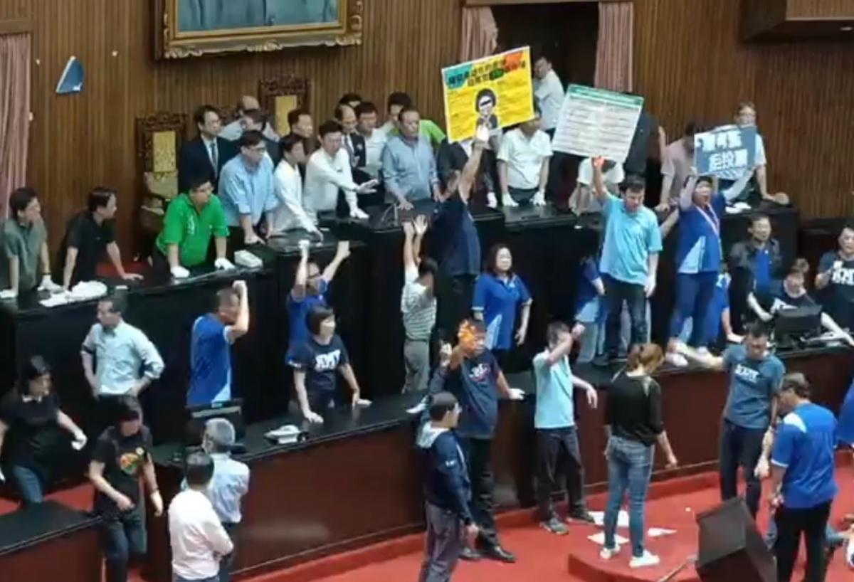 民進黨清場奪回主席台 17日進行監院人事案投票