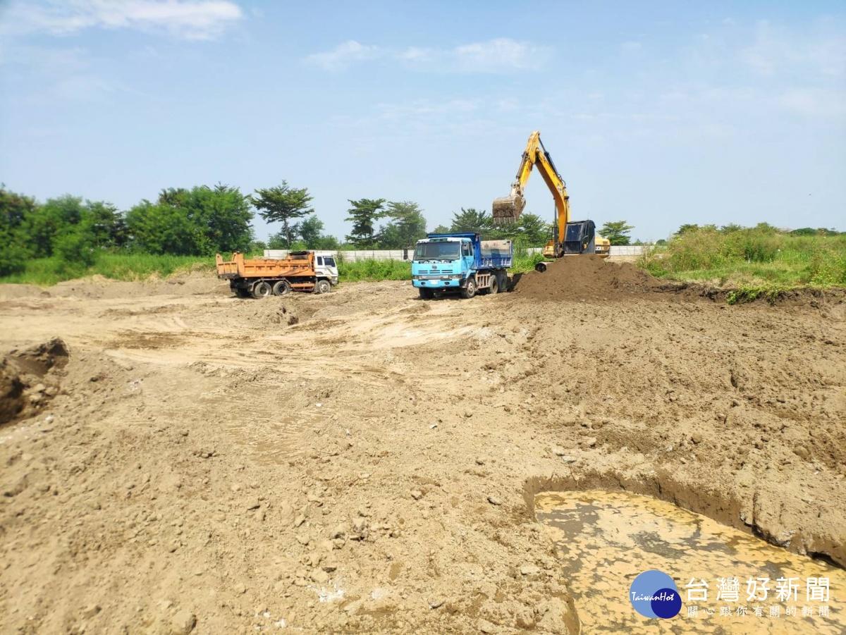 學甲農地填埋爐碴案 環保局現場管控清理進度