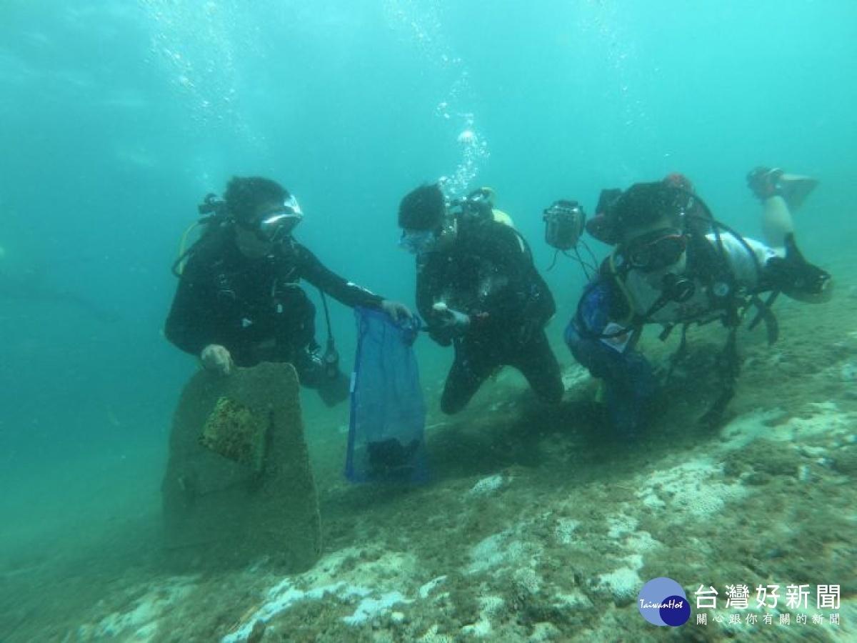桃市環保潛水隊遠征 前進小琉球淨海